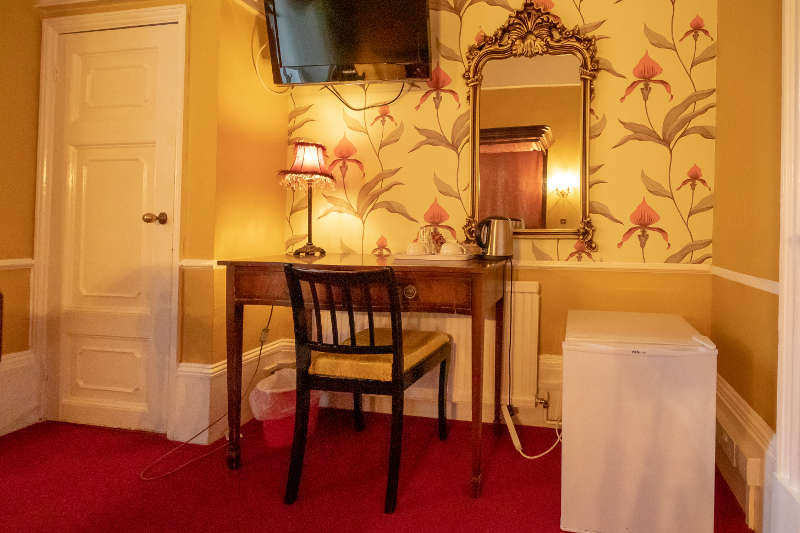 room-12-dressing-table